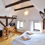 podkrovní pokoj č.4 s dvojitou postelí a přistýlkou